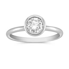 Round Diamond Bezel Ring in Platinum