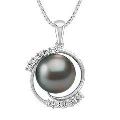 Round Diamond and 10mm Cultured Tahitian Pearl Pendant (18 in.)