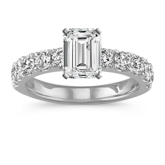 Classic Round Diamond Engagement Ring with Pavé-Setting