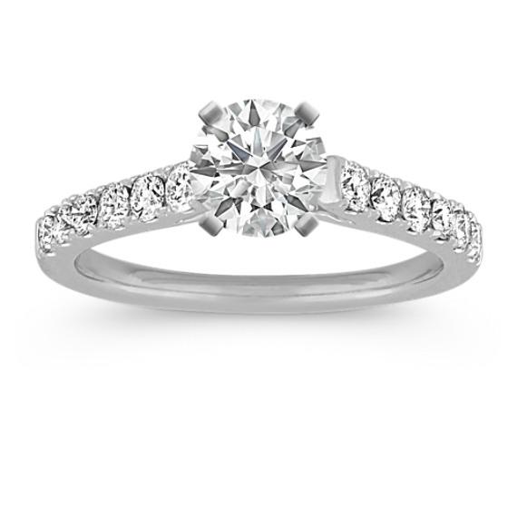 Round Diamond Engagement Ring in Platinum