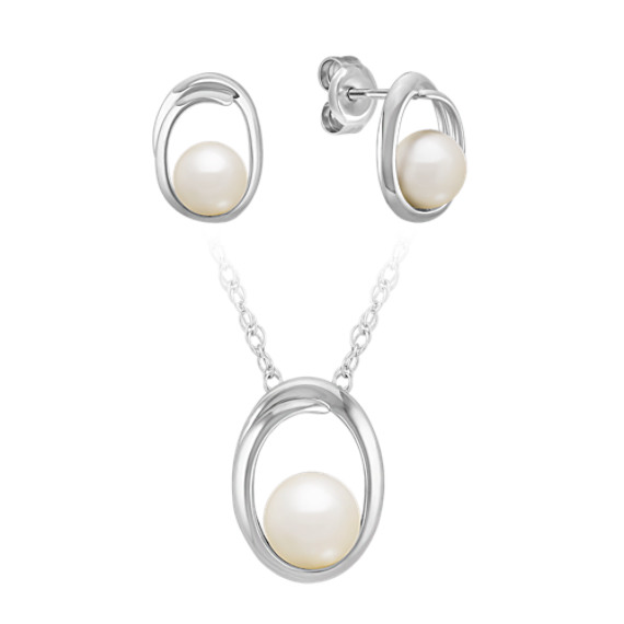 "Freshwater Pearl Pendant and Earring Set in Sterling Silver (18"")"