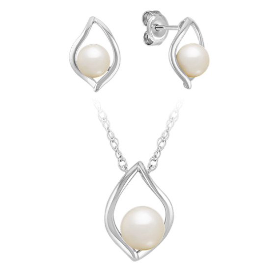 "Teardrop Freshwater Pearl Pendant and Earring Set in Sterling Silver (18"")"