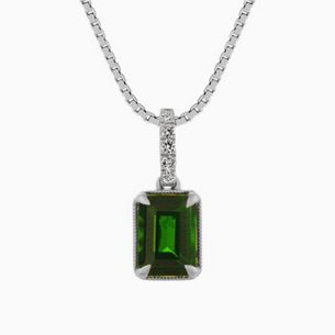 A green gemstone necklace