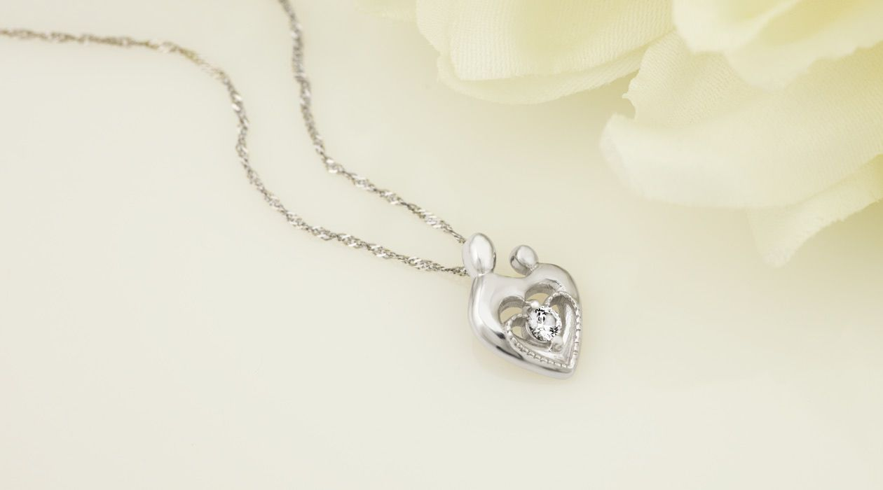 A mother and child pendant necklace