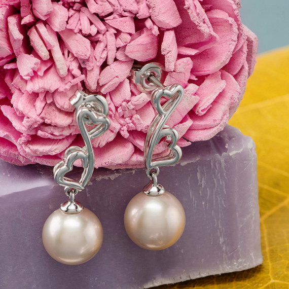 8.5mm Pink Cultured Freshwater Pearl Heart Earrings image