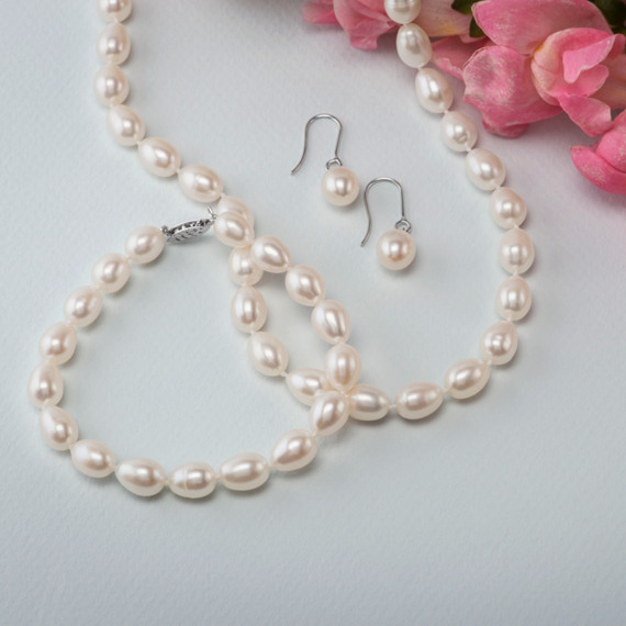 8mm Freshwater Pearl Strand, Bracelet, and Earring Three-Piece Set (18 in) image